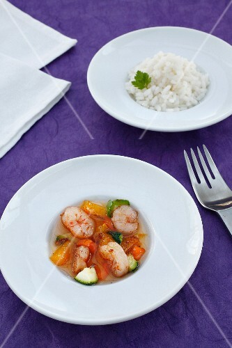 Prawns with vegetables and mango