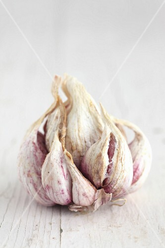 Dried pink and white garlic