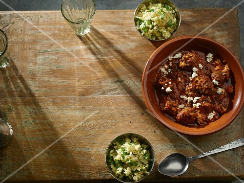 Meatballs in a spicy tomato sauce with bulgur