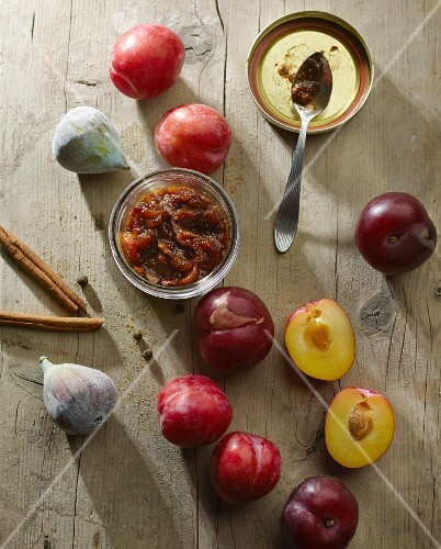 Plum and fig chutney