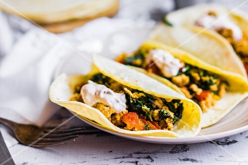 Tacos with chicken and vegetables