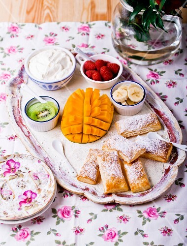 Puff pastries with fruit and whipped cream