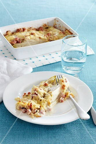 Chicory gratin with diced ham and cheese