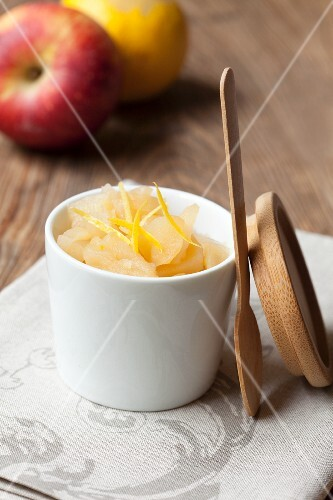 Apple compote with lemon