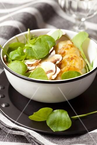 Potato salad with mushrooms and purslane