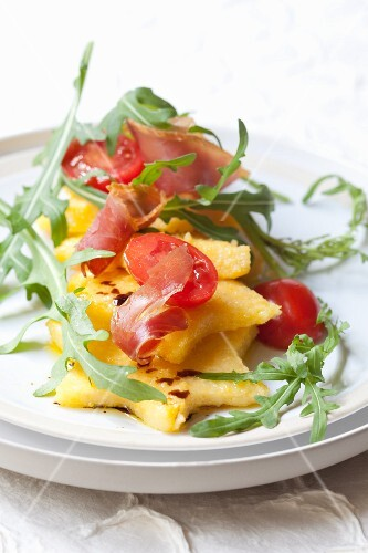 Polenta stars with rocket, ham and tomatoes