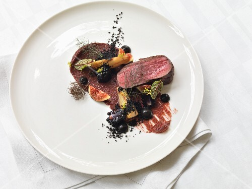 Venison fillet with figs and berries