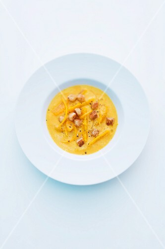 Pumpkin soup with oranges and croutons
