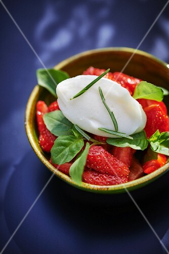 Strawberries with lemon and rosemary ice cream, basil and olive oil