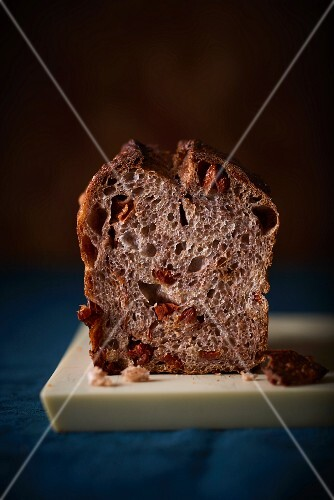Bread with olives, dried tomatoes and nuts