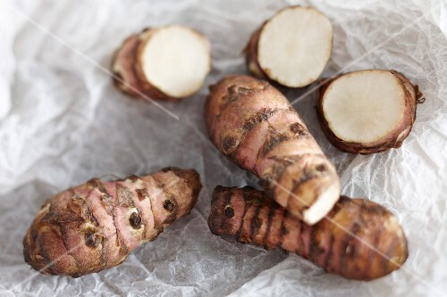 Jerusalem artichokes, whole and sliced