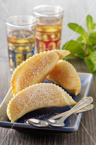 Kaab el ghzal (Moroccan almond pastries)