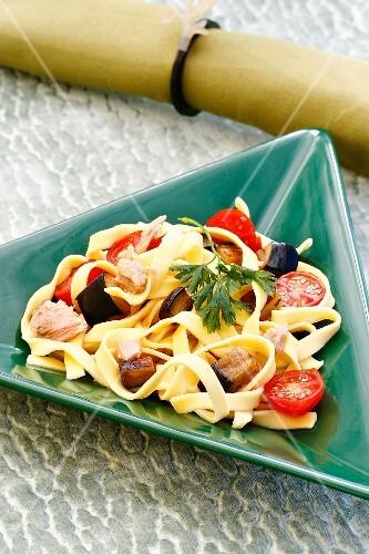 Pasta salad with tuna fish and aubergines
