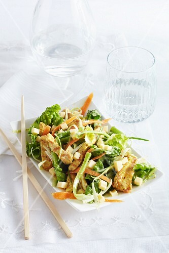 A mixed salad with grilled, Orientalstyle chicken and Edam cheese