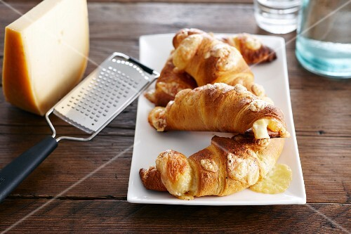 Spicy cheese croissants