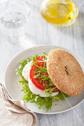 A bagel with tomato and mozzarella