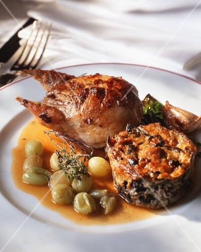 Stuffed quail with grape sauce