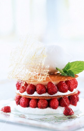 Wild strawberry mille-feuille with a caramel lattice