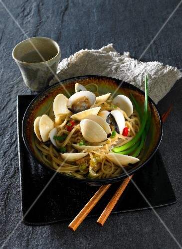 Pasta with clams and ginger