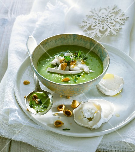 Cream of leek soup with goat's cheese and hazelnuts