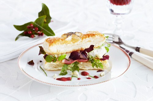 A savoury puff pastry sandwich with ham, Gorgonzola cream and herbs