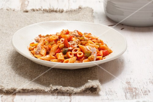 Pennette variegate (pasta with tomato sauce, vegetables and ham, Italy)