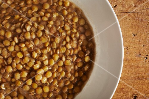 A bowl of lentil soup (seen from above)