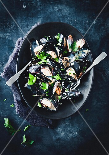 Croatian-style mussels with breadcrumbs