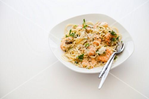 Spaghetti with prawns and garlic