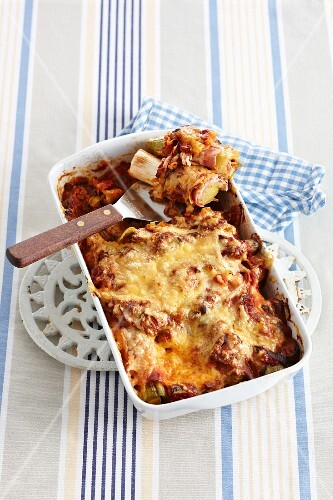 Leek and ham bake topped with melted cheese