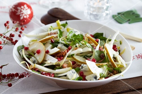 Winter salad with chicory, pears, blue cheese and walnuts