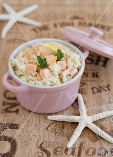 Salmon risotto in a small pot