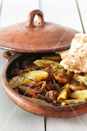 Lamb tagine with unleavened bread