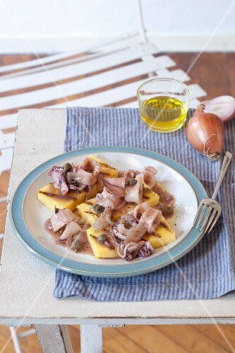 Polenta con i calamari (polenta with squid, Italy)