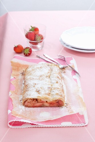 Strawberry strudel with icing sugar