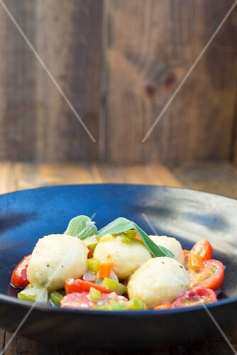 Gnocci with tomatoes and sage