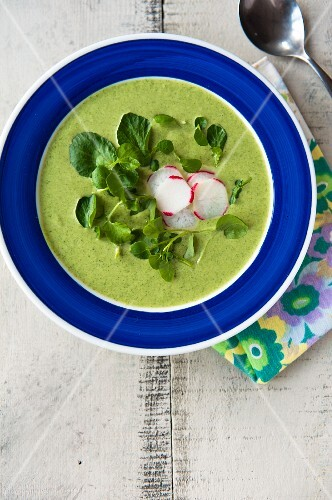Spinach soup with radish slices