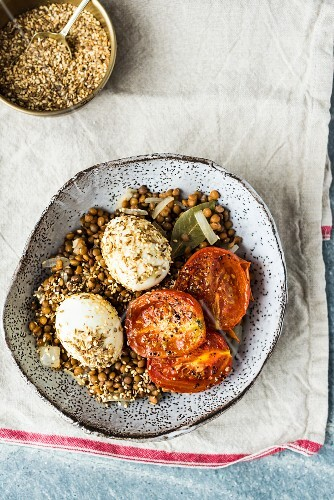 Dukkah with lentils, egg and tomatoes (North Africa)