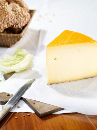 Gouda, lettuce and sunflower seed rolls
