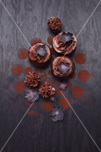 Cupcakes with black sugar flowers