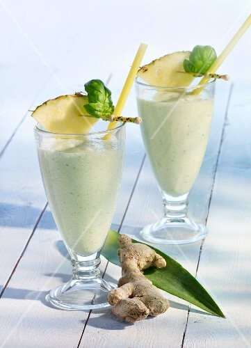 Ginger and pineapple shakes with stevia