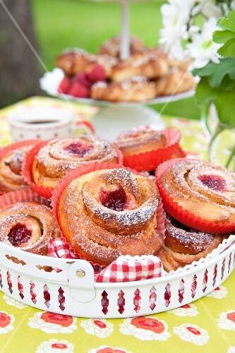 Mini raspberry buns with sugar