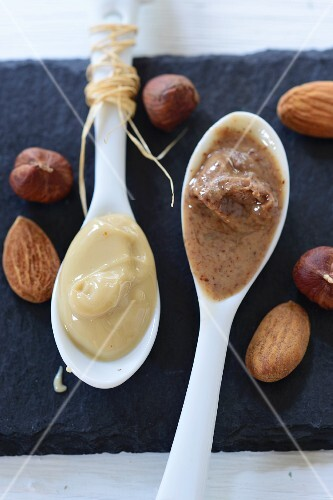 Hazelnut and almond mousse on white spoons