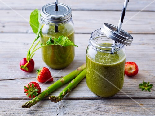 Green asparagus and strawberry smoothie with radishes and coconut oil