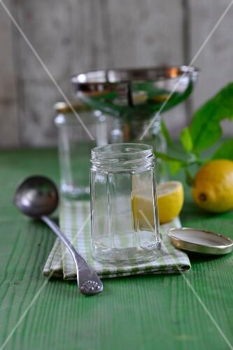 Empty preserving jar