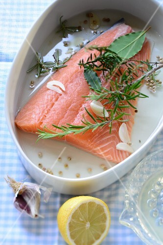 Marinated salmon with herbs and garlic