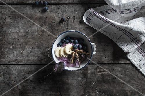 Blueberry yoghurt with crispy grasshoppers