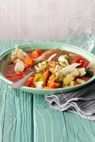 Vegan cabbage soup with pepper, celery and tomatoes (simple glyx)