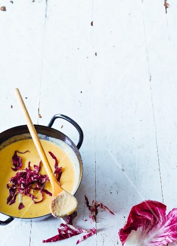 Cream of chestnut soup with radicchio (paleo)
