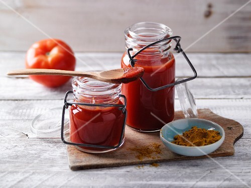Pear and curry ketchup with moringa leaf powder